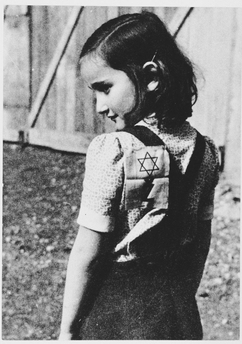 Devojčica u koncentracionom logoru
