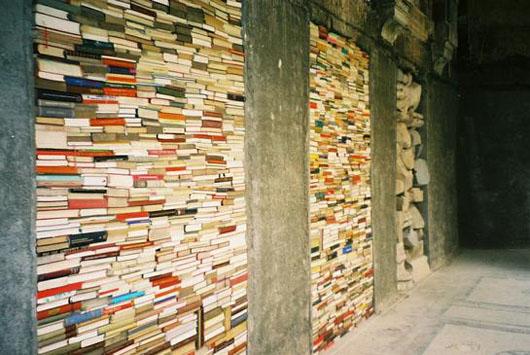 Knjige spasene posle bombardovanja biblioteke u Sarajevu