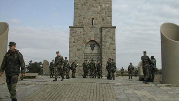 Vojnici KFOR-a na Gazimestanu