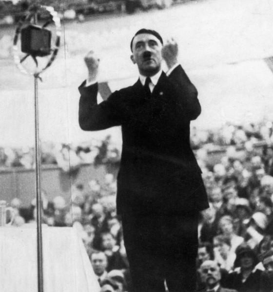 Hitler na skupu u berlinskoj palati sportova, 1930.