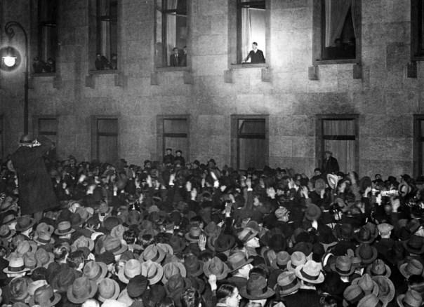 30. januara 1933. Hitler kao premijer izlazi na prozor rajhskancelarije