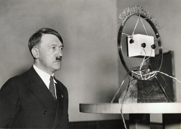 Hitler se preko radija obraća nemačkom narodu 1. februara 1933.