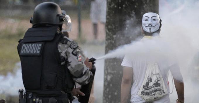 Salvador 2013, foto: Reuters/Jorge Silva http://bit.ly/1qI8vOQ