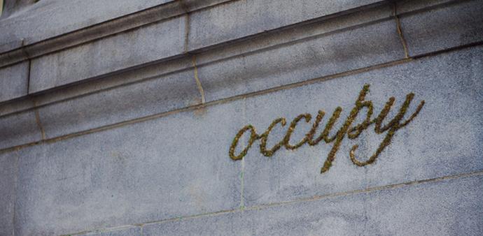 Moss graffiti, Edina Tokodi http://goo.gl/m0hRG0