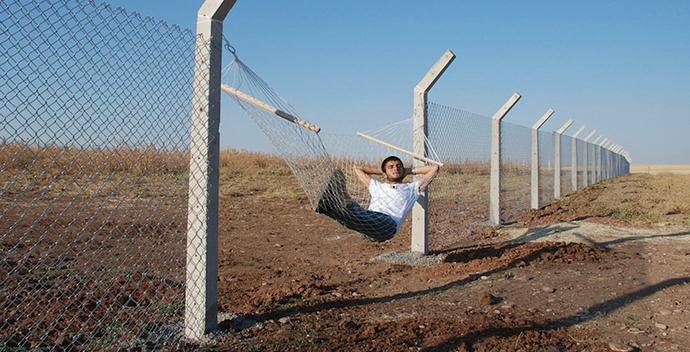 Border hammock by Murat Gok, Istanbul, Turkey http://goo.gl/Cwmjlm