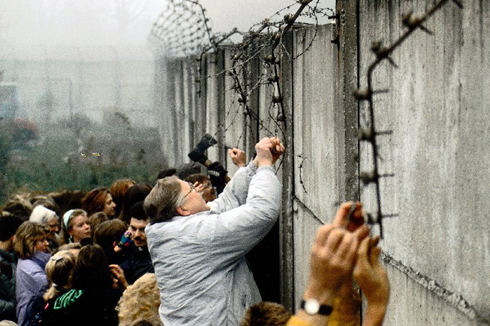 Pad berlinskog zida, 9.11.1989, SZ Photo/FORUM http://goo.gl/DDgHPv