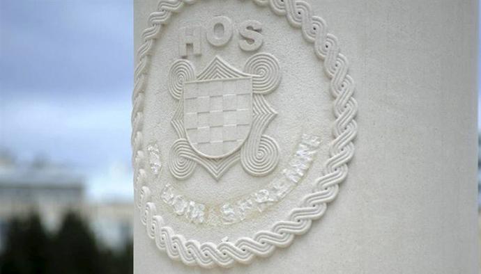 Uklonjen natpis na spomeniku hosovcima u Splitu, foto: Paun Paunović / CROPIX, Slobodna Dalmacija
