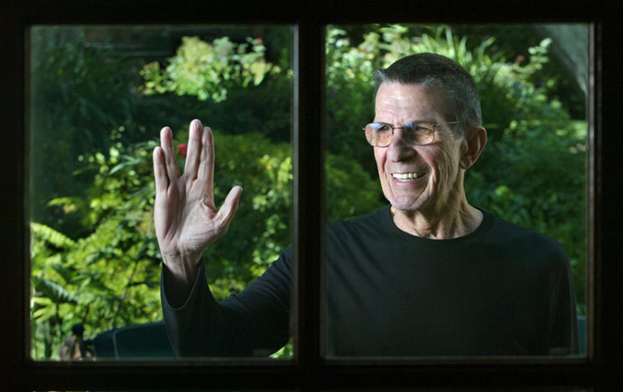 Leonard Nimoy 2002, vulkanski pozdrav: Live long and prosper, foto: Ken Hively, Los Angeles Times