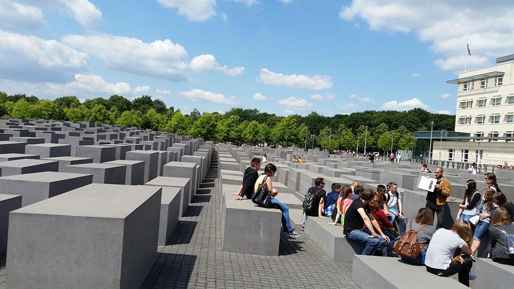 Čas istorije kod Spomenika ubijenim Jevrejima Evrope, Berlin 2015.
