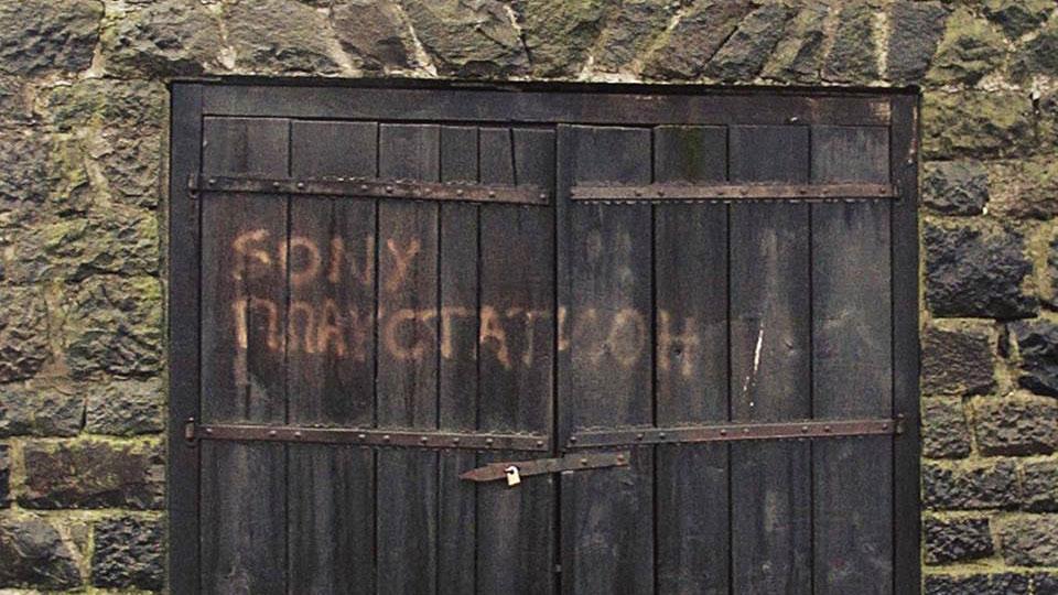 Natpis na drvenim vratima Sony playstation