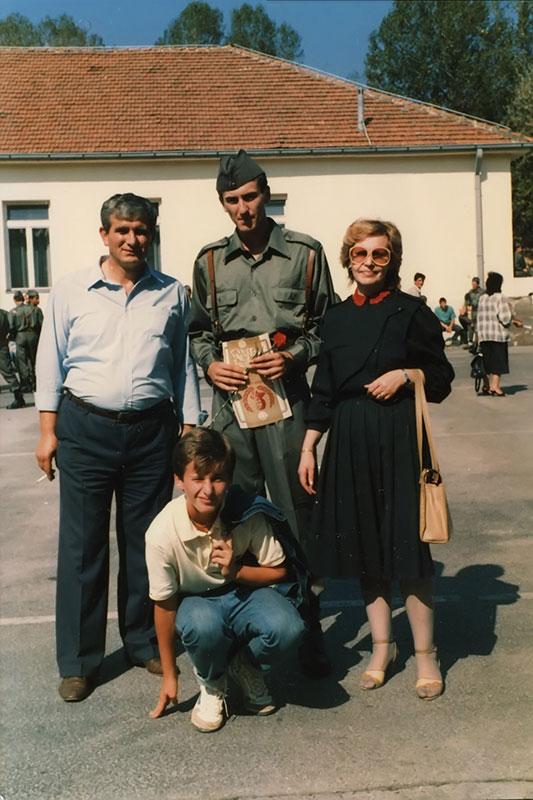 Gornji Milanovac, oktobar 1987. Polaganje zakletve JNA. Ibro, Hasan, Nasiha i Muhamed. Porodična arhiva.
