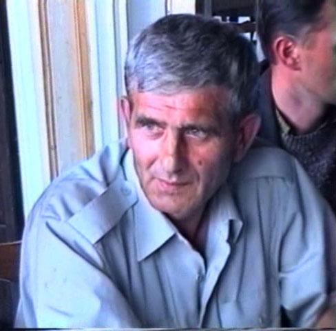 Razgovor u Bratuncu. Ibro Nuhanović. 12. juli 1995. Snimak sa TV.