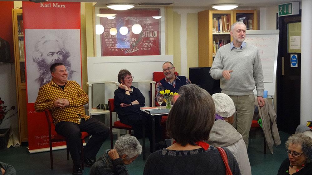 Jeremy Corbyn, mart 2015, promocija knjige Rebel Footprints Davida Rosenberga u Marx Memorial Library u Londonu, foto: Neda Radulović-Viswanatha