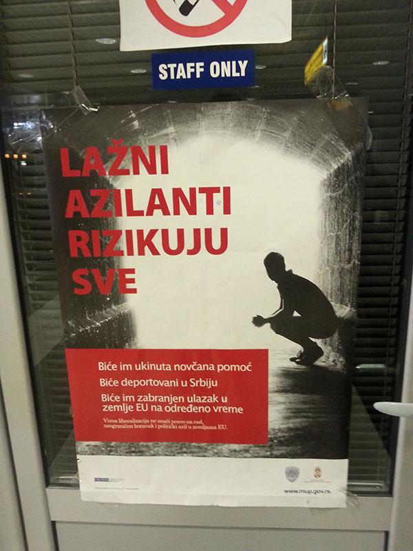 Plakat na beogradskom aerodromu, foto: Bojan Gavrilović