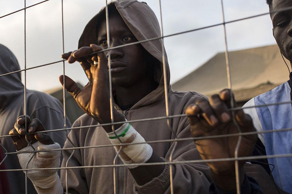 Afrički migranti u Melilji, španskoj enklavi u Maroku, foto: AP/Santi Palacios