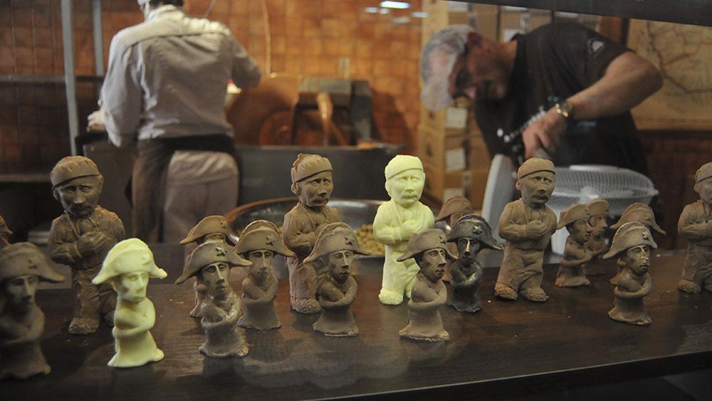 Čokoladne figurice sa Putinovim likom, Ukrajina, foto: AP/Pavlo Palamarchuk
