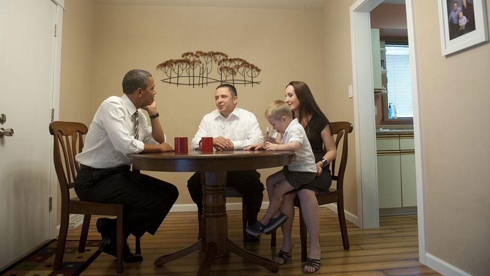 Barack Obama u poseti kod porodice McLaughlin, Ajova 2012, foto: Saul Loeb/AFP via GettyImages
