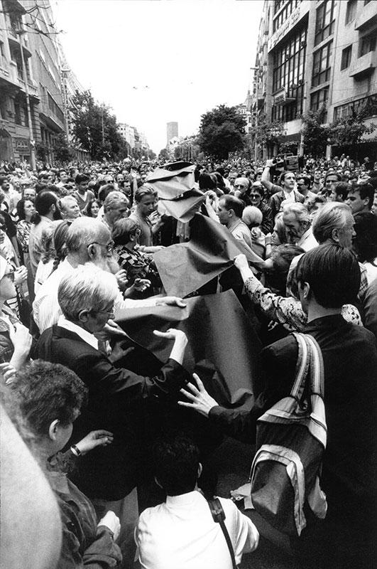 Crni flor protiv rata u Bosni, 1992, foto: Goranka Matić