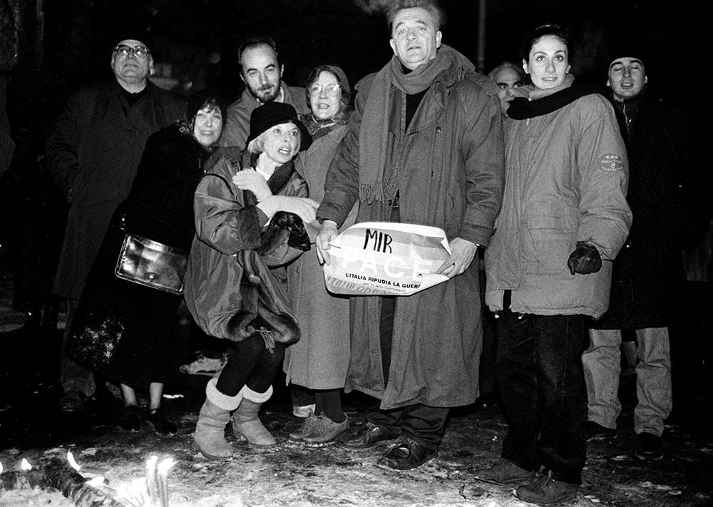 Nova 1993: Nebojša Popov, Mirjana i Vesna Pešić, Stojan Cerović, Lula Mikijelj, Obrad Savić, Aida Ćorović... foto: Goranka Matić