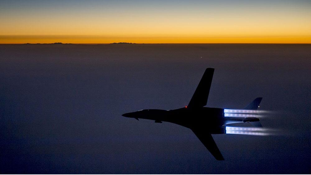 Američki vojni avion iznad severnog Iraka posle napada u Siriji, foto: Matthew Bruch/Air Force via AP