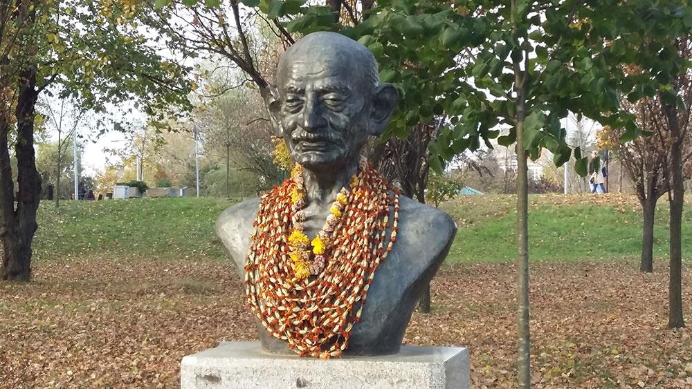 Spomenik Gandiju u Bloku 45