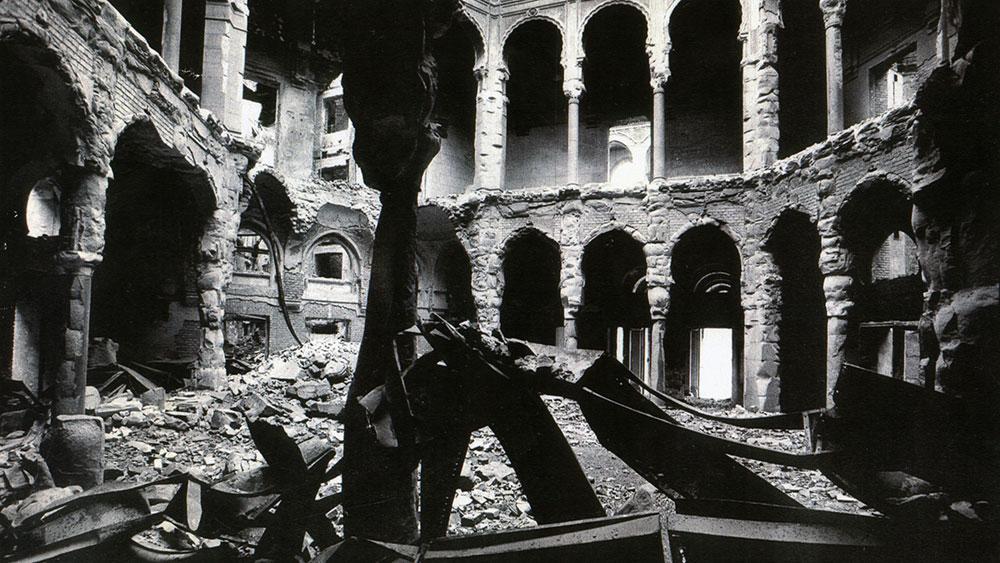 Nacionalna i univerzitetska biblioteka (Vijećnica), Sarajevo, srušena u avgustu 1992, foto: Sense Agency
