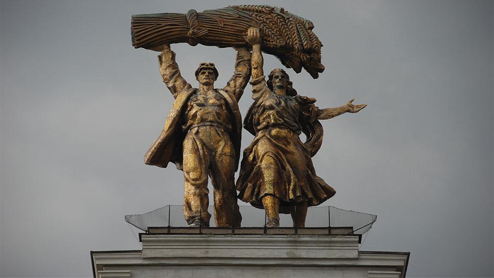Radnik i kolhoznica, ulazni slavoluk VDNH (Izložba ostvarenja narodne privrede), Moskva, foto: Konstantin Novaković