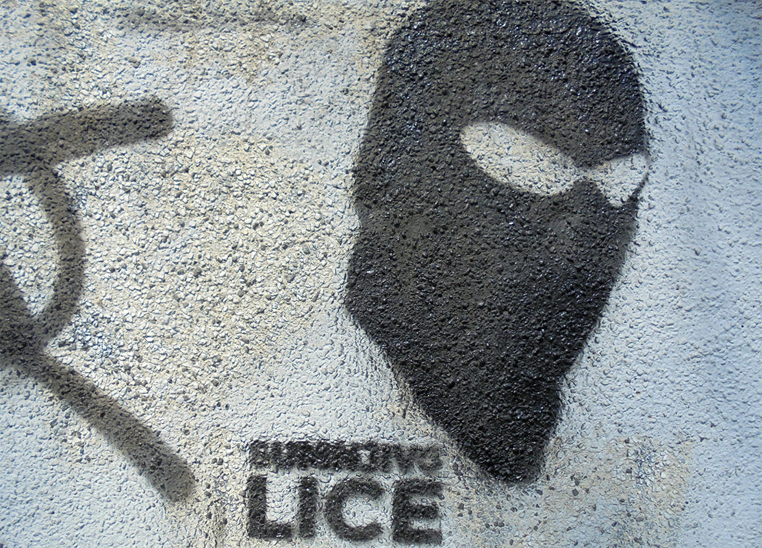 stensil - glava fantoma ispod koje piše sumnjivo lice