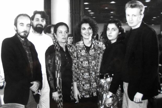 Novinarska nagrada Dušan Bogavac za 1992. godinu Radiju B-92: Stojan Cerović, Zoran Mamula, Branka Bogavac, Milica Kuburović, Biljana Vujasinović, Dragan Đilas