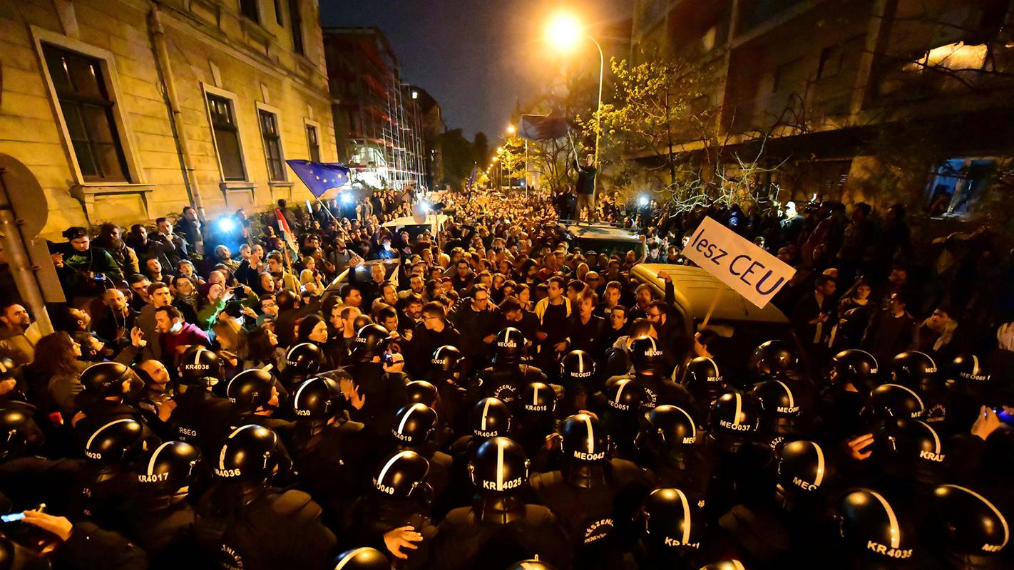 Protesti u Budimpešti, april 2017, foto: Attila Kisbenedek/AFP/Reuters