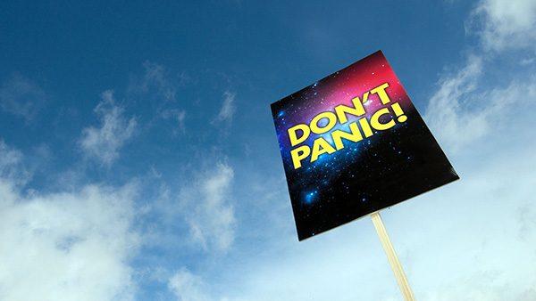 Natpis Don't Panic