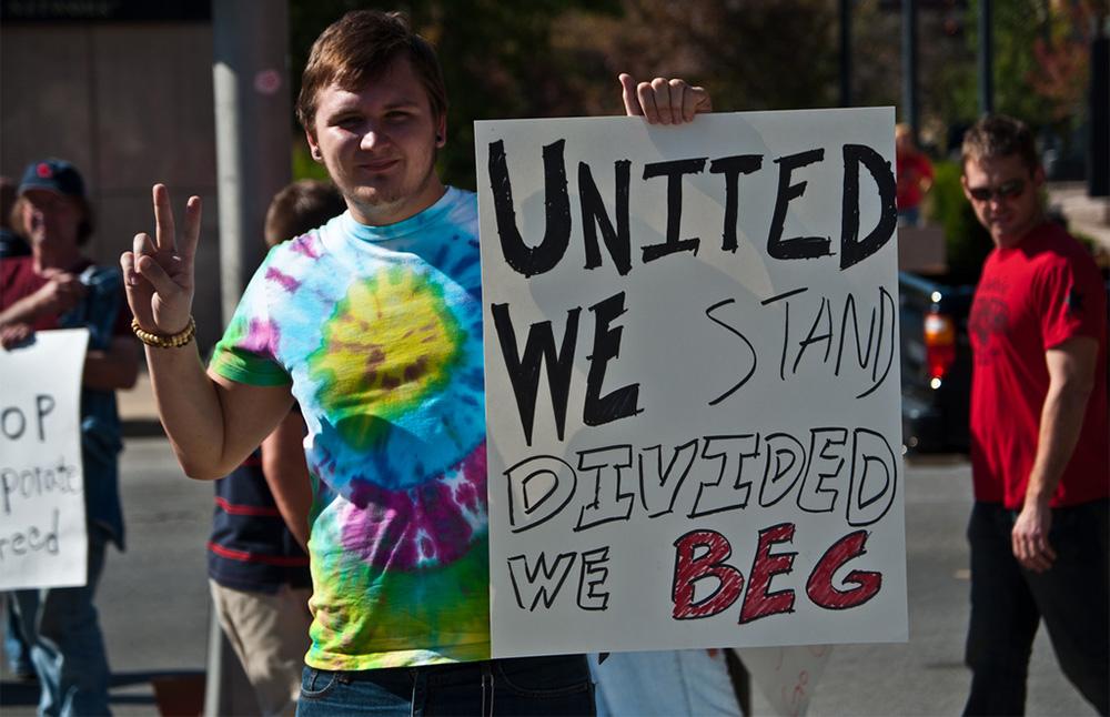 Ujedinjeni stojimo - podeljeni molimo, foto: Caretaker Cameron