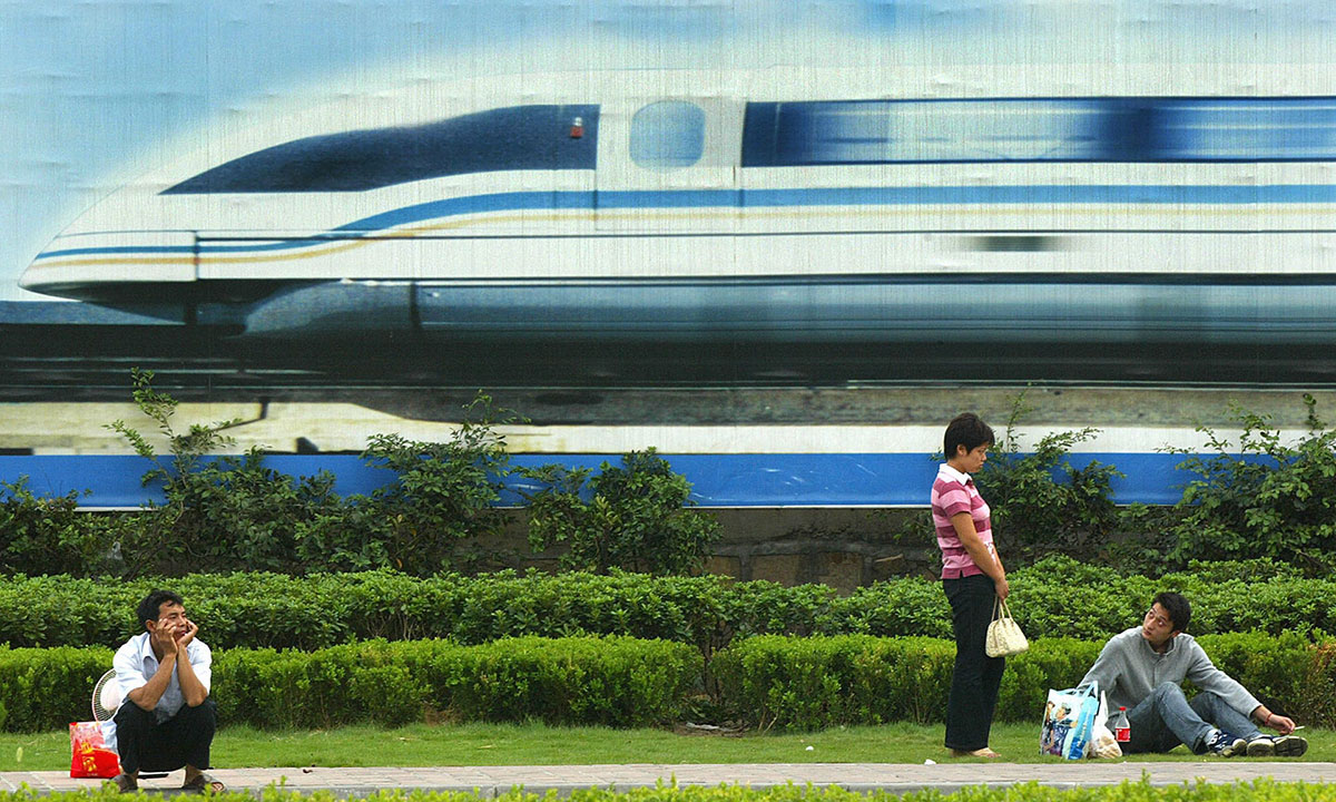 Bilbord za superbrzi magnetni voz, Šangaj, foto: Liu Jin/AFP