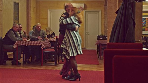 dvoje plešu tango