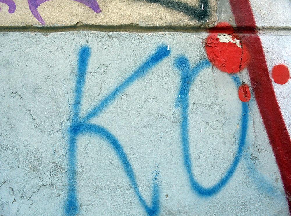 Ko - napisano na fasadi zgrade