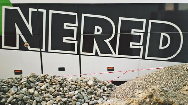 Natpis Nered na gradilištu