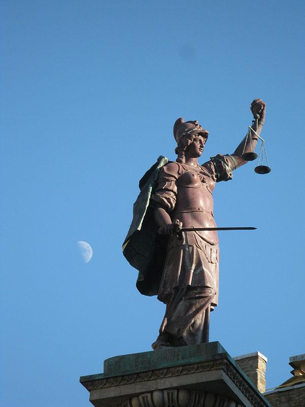 Statua Pravde, Rim