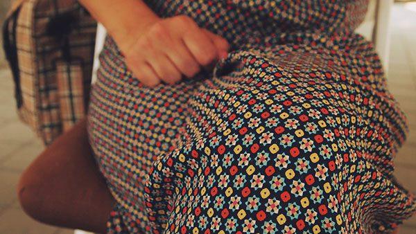Ženska haljina i ruka, foto: Predrag Trokicić