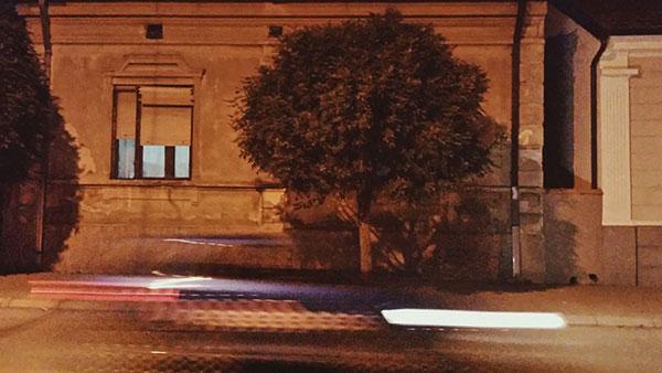 ulica noću, farovi kola