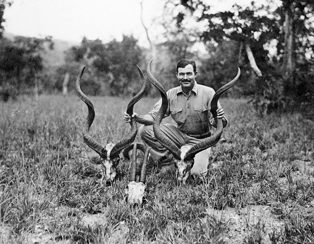 Hemingvej sa svojim ulovom na safariju