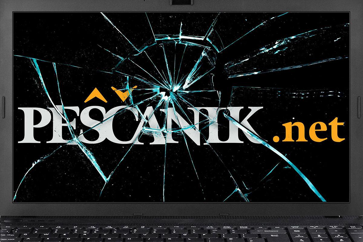 Slomljeni ekran sa logoom Peščanika