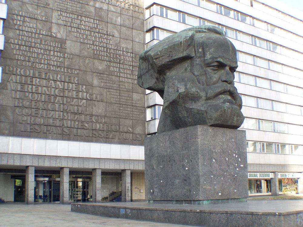 Spomenik Marksu u Kemnicu