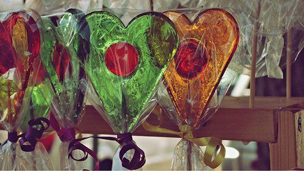 šarene lizalice u obliku srca