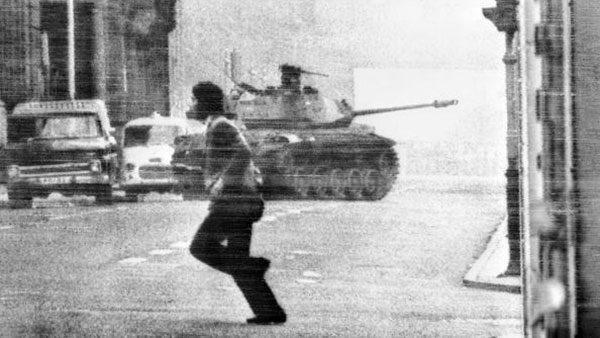 Tenk na putu ka predsedničkoj palati, Santjago, Čile, 30. juni 1973.