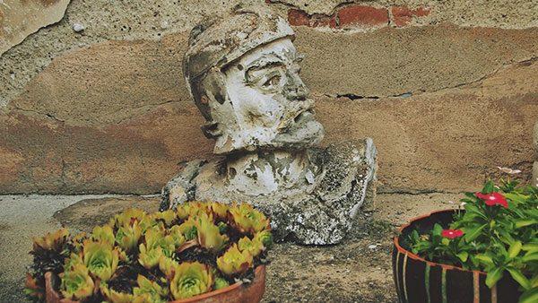 betonska glava vladara