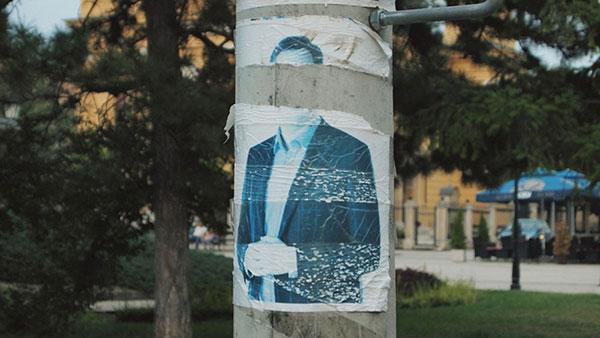 iscepan plakat sa likom Vučića