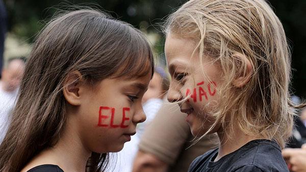 """""""Ne on"""" protesti protiv Bolsonara u Riju"""