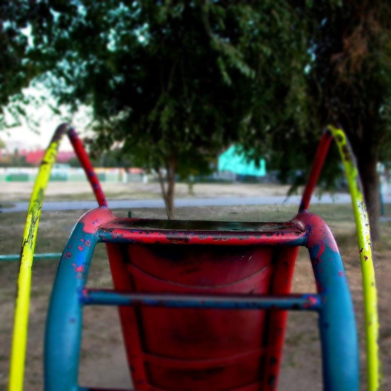 dečiji tobogan u parku