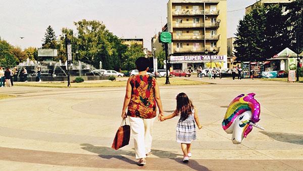 žena i devojčica