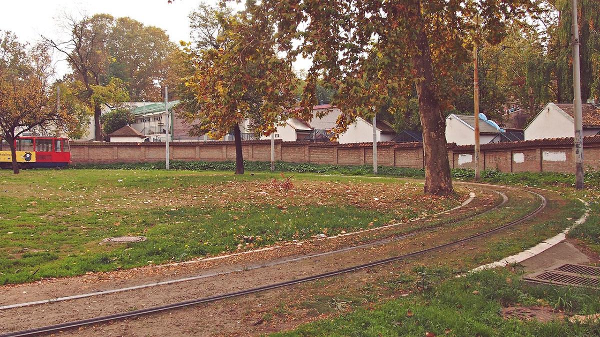 tramvaj koji pravi polukrug